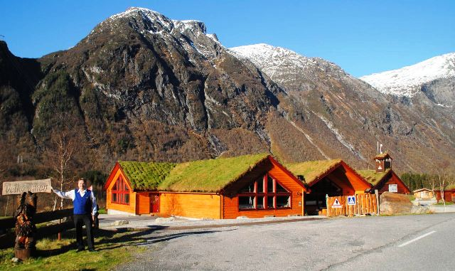 ndalsnes singles The direct bus between åndalsnes and geiranger drives the world famous  golden  this is a flexible tour where you book single distances, which allows  you to.